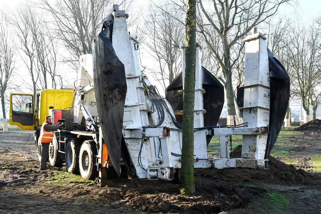 AMENAGEMENT – Cinq arbres déplacés dans les jardins de Nausicaà